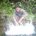 menepuk air